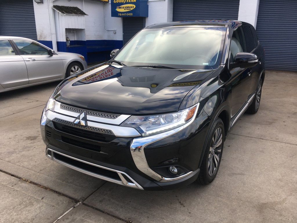 Used Car for sale - 2019 Outlander SE Mitsubishi  in Staten Island, NY