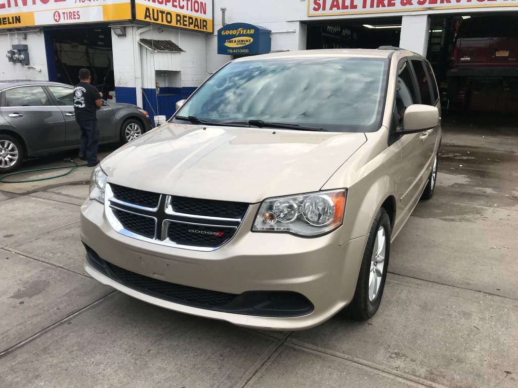 Used Car - 2016 Dodge Grand Caravan SXT for Sale in Staten Island, NY