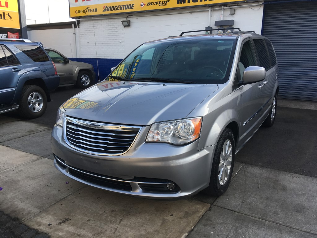Used 2014 Chrysler Town Amp Country Touring Minivan 9 990 00