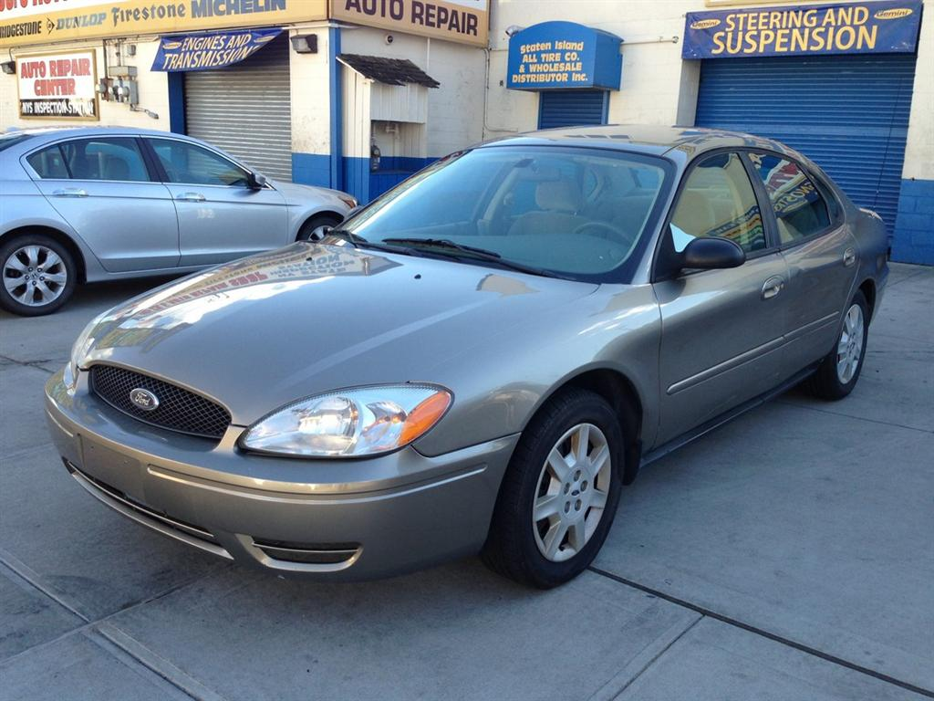 offers used car for sale 2005 ford taurus sedan 2 in staten. Black Bedroom Furniture Sets. Home Design Ideas