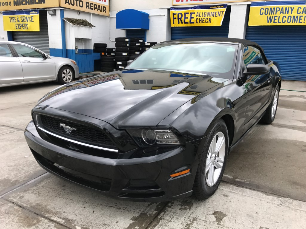used 2014 ford mustang convertible 14. Black Bedroom Furniture Sets. Home Design Ideas