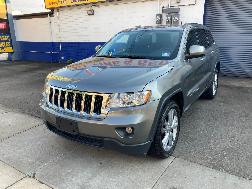 Used Car - 2012 Jeep Grand Cherokee Laredo 4x4 for Sale in Staten Island, NY