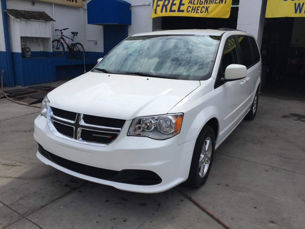 used 2013 dodge grand caravan sxt minivan 11. Black Bedroom Furniture Sets. Home Design Ideas