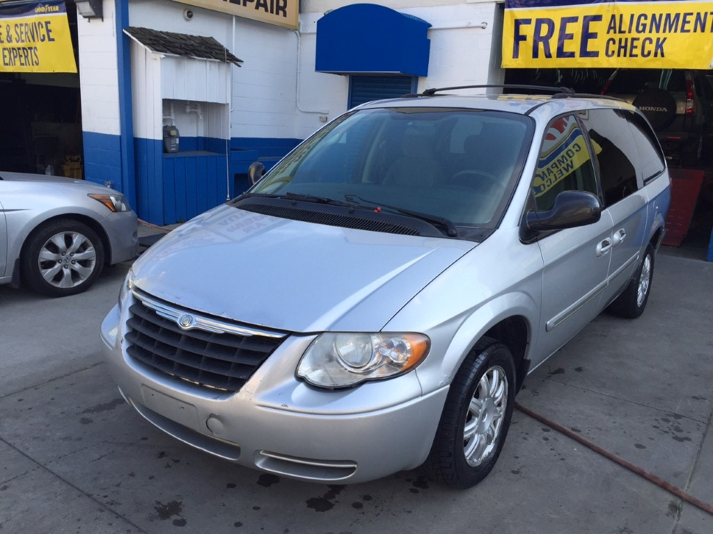 Used 2006 Chrysler Town & Country Minivan $3,590.00