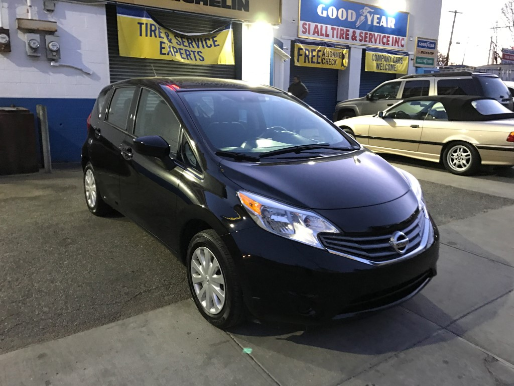 used 2016 nissan versa sv hatchback 9. Black Bedroom Furniture Sets. Home Design Ideas