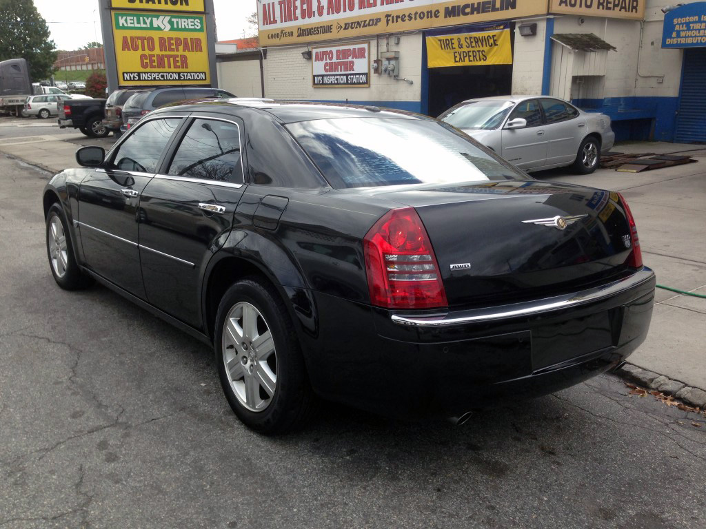 Used 2006 Chrysler 300 7 990 00