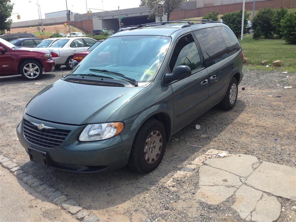 offers used car for sale 2004 chrysler town country minivan 4. Black Bedroom Furniture Sets. Home Design Ideas