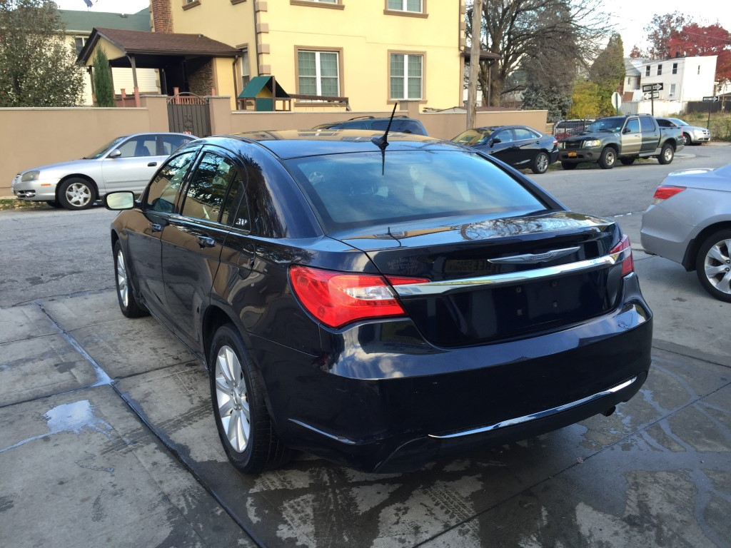Used 2011 Chrysler 200 Touring Sedan 979000