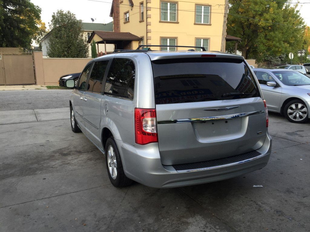 used 2011 chrysler town country touring minivan 9. Black Bedroom Furniture Sets. Home Design Ideas