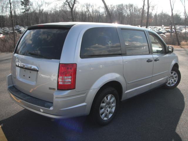 offers used car for sale 2008 chrysler town country lx minivan 7 990. Black Bedroom Furniture Sets. Home Design Ideas