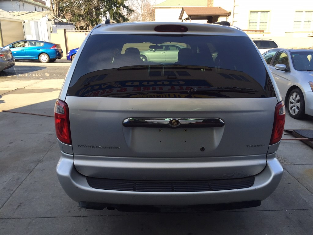 used 2006 chrysler town country minivan 3. Black Bedroom Furniture Sets. Home Design Ideas
