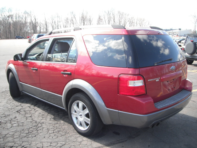 used 2005 ford freestyle awd sport utility 5. Black Bedroom Furniture Sets. Home Design Ideas